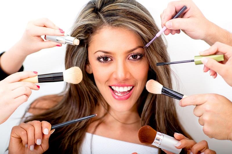 https: img.okezone.com content 2019 10 20 611 2119440 bukan-bedak-ini-5-kosmetik-yang-paling-banyak-diburu-perempuan-modern-N7Z57xxBzs.jpg