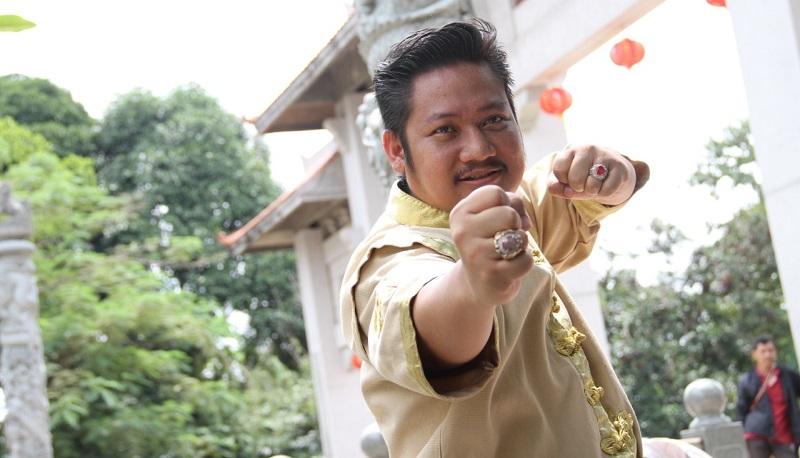 https: img.okezone.com content 2019 10 21 206 2119926 ki-kusumo-gabungkan-aktor-indonesia-dan-mandarin-di-film-lo-ban-teng-0GV0z9I8GI.jpeg