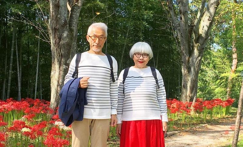 https: img.okezone.com content 2019 10 22 194 2120087 39-tahun-menikah-pasangan-ini-pakai-baju-serasi-setiap-hari-2Qnum6PhDl.jpg