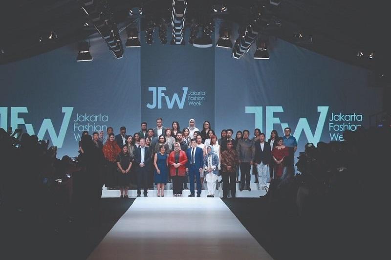 https: img.okezone.com content 2019 10 22 194 2120298 resmi-digelar-jfw-2020-bakal-diramaikan-ratusan-desainer-dan-tren-fashion-mancanegara-88F1Fk2Dqj.jpg