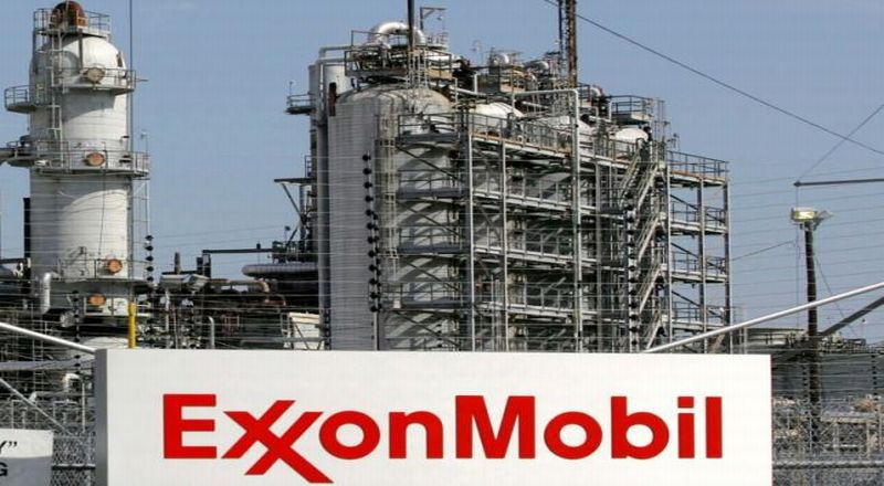 https: img.okezone.com content 2019 10 22 320 2120418 exxonmobil-digugat-karena-berbohong-ke-investor-soal-biaya-pemanasan-global-9boFIRdYRz.jpg