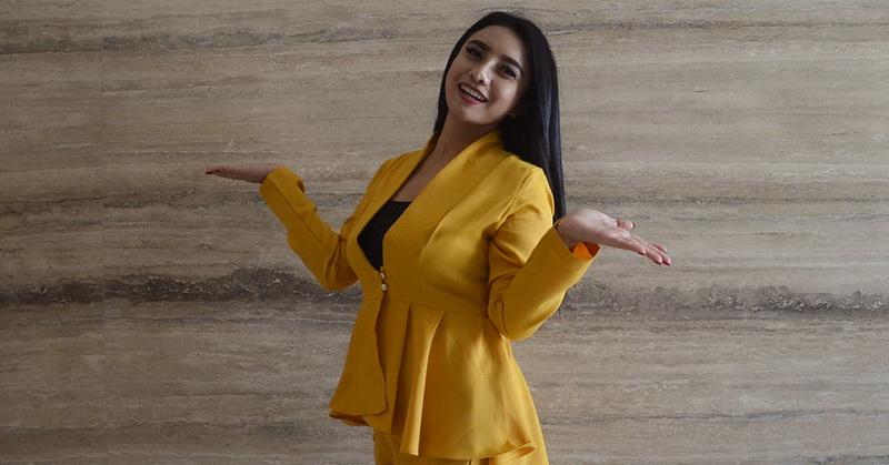 Pernah Tampil Seksi Desy Thata Dikerumuni Penonton Mabuk Hingga Diajak Ngamar Pejabat Okezone Celebrity