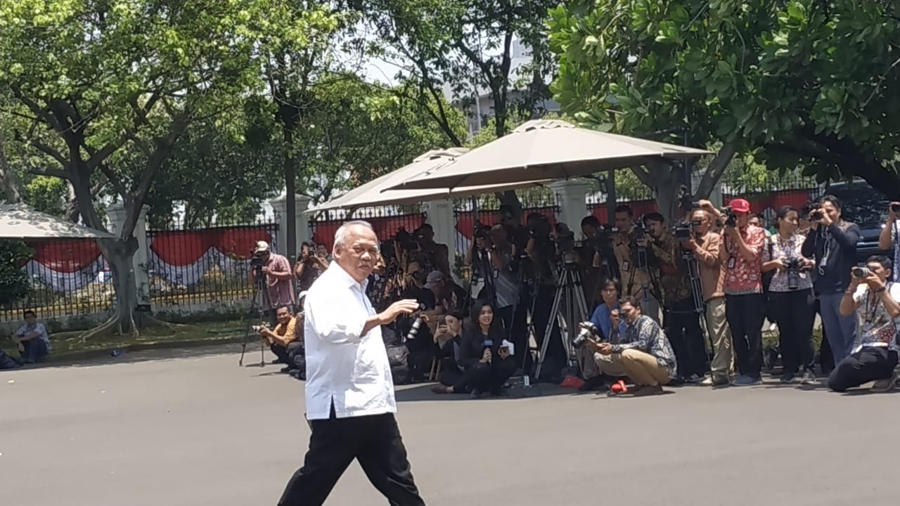 https: img.okezone.com content 2019 10 22 337 2120073 suharso-monoarfa-basuki-hadimuljono-dipanggil-jokowi-ke-istana-FWM0JKmFaH.jpg