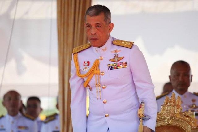 https: img.okezone.com content 2019 10 23 18 2120956 raja-thailand-pecat-6-pejabat-istana-karena-perilaku-sangat-jahat-2Lg4gBuOL5.jpg