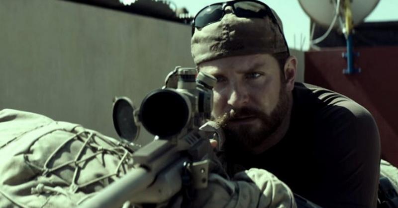 https: img.okezone.com content 2019 10 23 206 2120665 sinopsis-american-sniper-antara-cinta-obsesi-pertempuran-di-medang-perang-Hz96I2CcqM.jpg