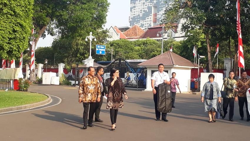 https: img.okezone.com content 2019 10 23 320 2120573 wajah-lama-menghiasi-kabinet-indonesia-maju-bidang-ekonomi-ini-daftarnya-P8M3iKcVXx.jpeg