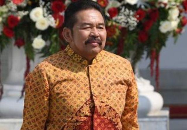 https: img.okezone.com content 2019 10 23 337 2120554 st-burhanuddin-mantan-jamdatun-yang-dipercaya-jokowi-pimpin-korps-adhyaksa-hWZeCZWPTX.JPG