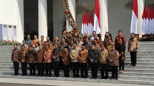 https: img.okezone.com content 2019 10 23 337 2120566 daftar-menteri-lama-dan-baru-di-kabinet-indonesia-maju-K5xiu0xRRq.jpg
