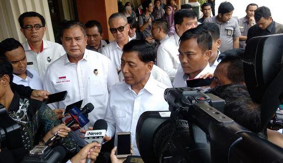 https: img.okezone.com content 2019 10 23 337 2120689 tak-masuk-kabinet-indonesia-maju-wiranto-gak-masalah-saya-sudah-4-kali-jadi-menteri-dJNRnSvMjf.JPG