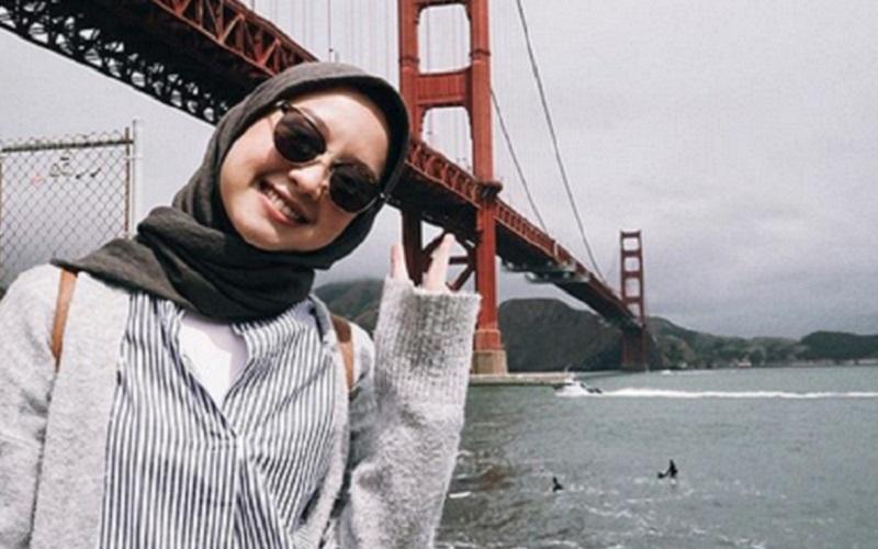 https: img.okezone.com content 2019 10 23 617 2120606 4-gaya-hijab-stripe-ala-selebgram-yang-bikin-kamu-makin-fresh-nw7n4oYvpF.jpg