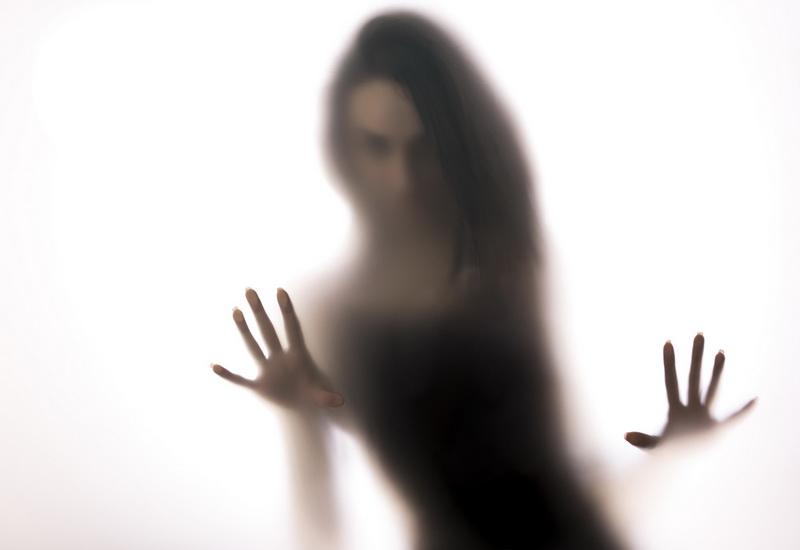 https: img.okezone.com content 2019 10 24 612 2121197 mengenal-spectrophillia-aktivitas-seks-dengan-hantu-mMkbdcVHY0.jpg