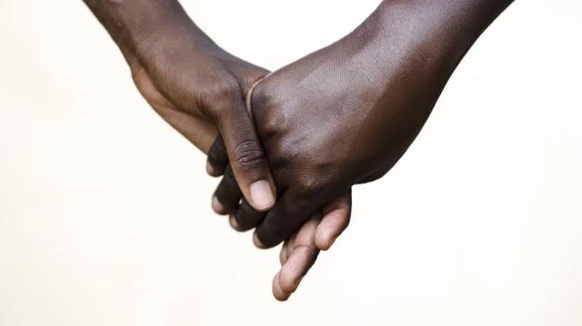 https: img.okezone.com content 2019 10 25 18 2121781 klub-rahasia-lelaki-gay-di-kamerun-wETZLcN571.jpg
