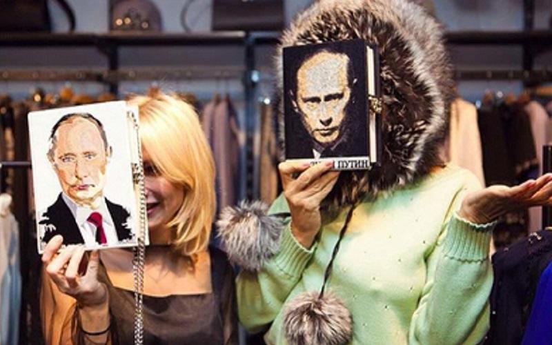 https: img.okezone.com content 2019 10 25 194 2121774 wajah-vladimir-putin-jadi-tren-fashion-di-rusia-4MyA4PhTTV.jpg