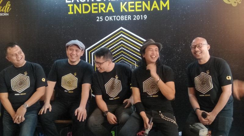 https: img.okezone.com content 2019 10 25 205 2121848 padi-reborn-ajak-penggemar-nostalgia-di-album-indera-keenam-SfNjEaaTrK.jpg