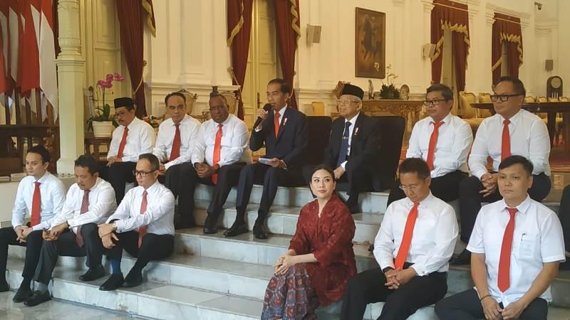 https: img.okezone.com content 2019 10 25 337 2121637 ini-susunan-lengkap-12-wakil-menteri-kabinet-indonesia-maju-IGqLC2TkV3.jpg