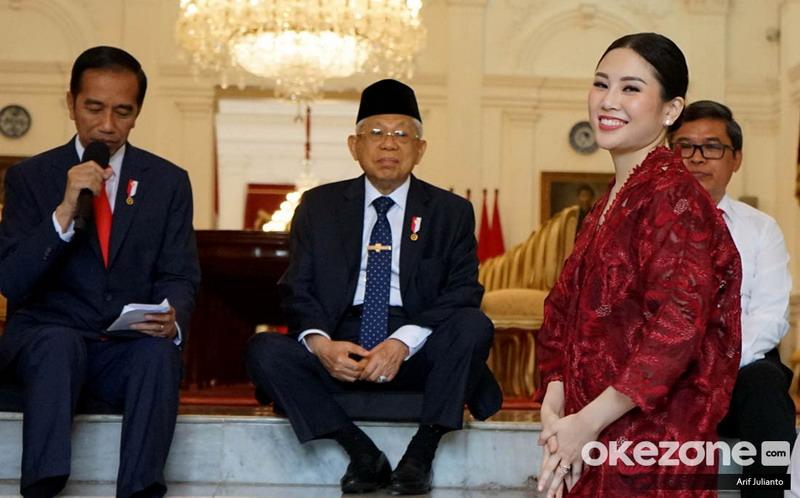 https: img.okezone.com content 2019 10 25 337 2121909 presiden-jokowi-angela-tanoesoedibjo-jago-promosi-dan-berpengalaman-JqQelngzHi.jpg