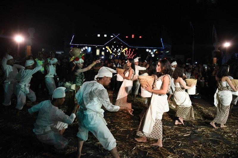 https: img.okezone.com content 2019 10 25 406 2121696 jurus-jitu-purwakarta-gaet-wisatawan-mancanegara-fHSY4IxBav.jpg
