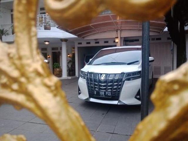 https: img.okezone.com content 2019 10 25 52 2121746 mobil-menhan-prabowo-tampil-beda-dari-kendaraan-menteri-lain-BP8ay8jx7x.jpg
