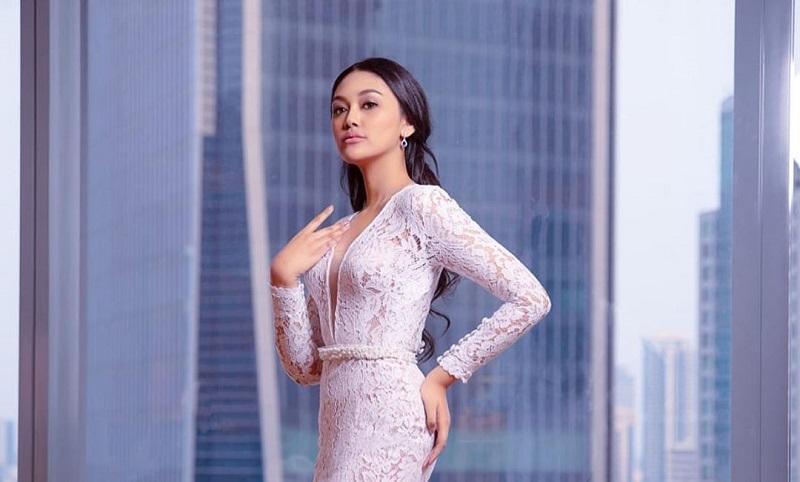 https: img.okezone.com content 2019 10 26 194 2121998 debut-di-jfw-2020-miss-indonesia-2019-princess-megonondo-deg-degan-tapi-bahagia-yKcWjtQuQO.jpg