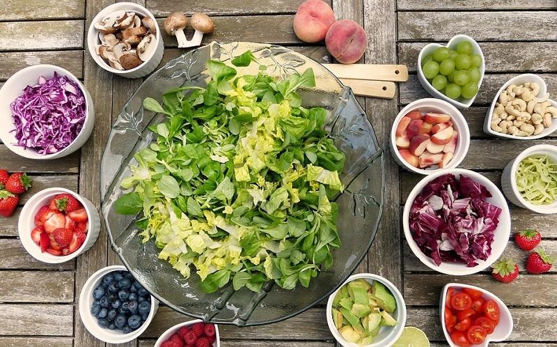 https: img.okezone.com content 2019 10 26 298 2122040 5-vegan-blogger-yang-cocok-jadi-inspirasi-menu-makanan-sehat-j0WHWLxvYB.jpg