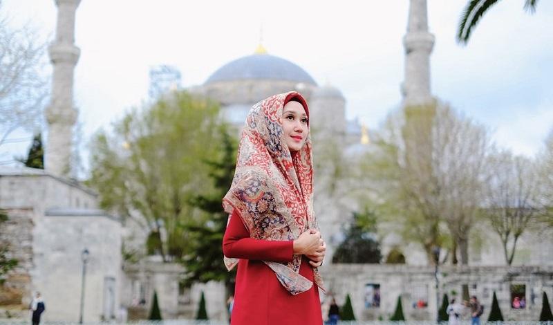 https: img.okezone.com content 2019 10 26 617 2122038 5-blogger-muslim-fashionable-inspirasi-untuk-bergaya-dengan-hijab-hDzZBmapdT.jpg