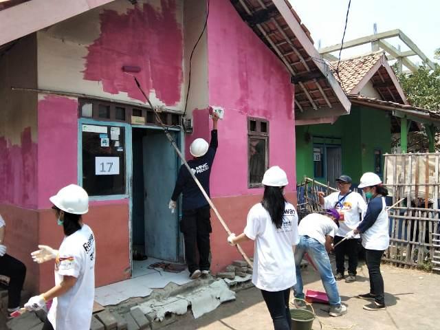 https: img.okezone.com content 2019 10 27 337 2122285 mnc-peduli-dukung-habitat-for-humanity-indonesia-dalam-kegiatan-28uild-GxS0MW2DUg.jpg