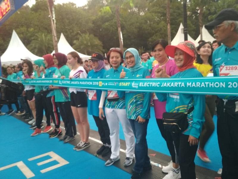 https: img.okezone.com content 2019 10 27 337 2122356 electric-jakarta-marathon-2019-ajak-pelari-dunia-nikmati-jakarta-Xw6neOdNh8.jpg