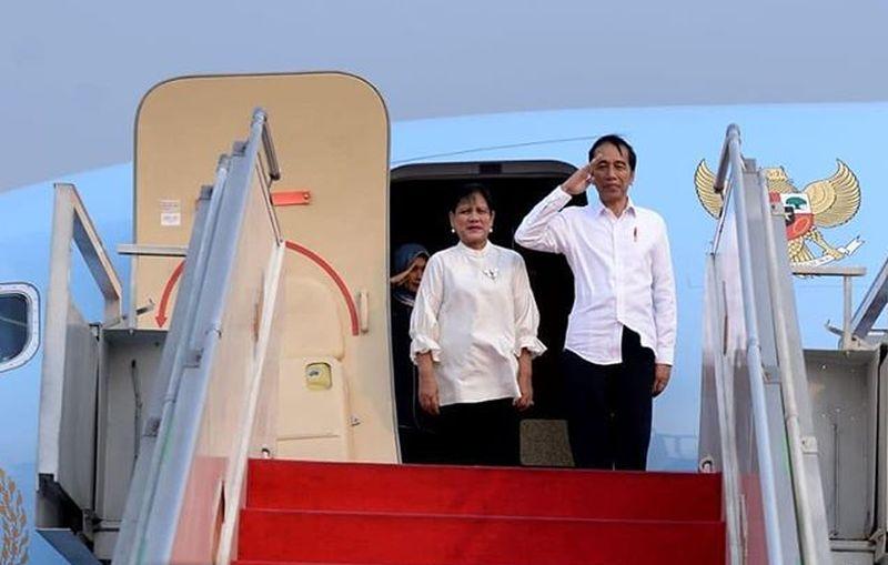 https: img.okezone.com content 2019 10 27 406 2122386 dapat-tas-noken-presiden-jokowi-nikmati-senja-di-papua-barat-Qls7lMcQEO.jpg