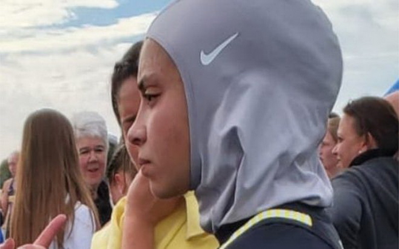 https: img.okezone.com content 2019 10 27 614 2122194 pakai-hijab-atlet-lari-didiskualifikasi-dari-pertandingan-ac71ZmrLRy.jpg