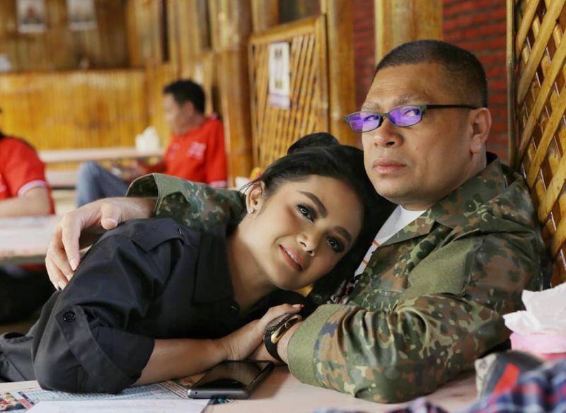 https: img.okezone.com content 2019 10 28 33 2122719 unggahan-perselingkuhan-jadi-viral-raul-lemos-yang-baper-ke-laut-aja-ppcVveyHRK.jpg