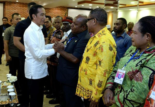https: img.okezone.com content 2019 10 28 337 2122697 bertemu-tokoh-papua-jokowi-harap-wamena-kembali-normal-Oakur0VYGo.jpg