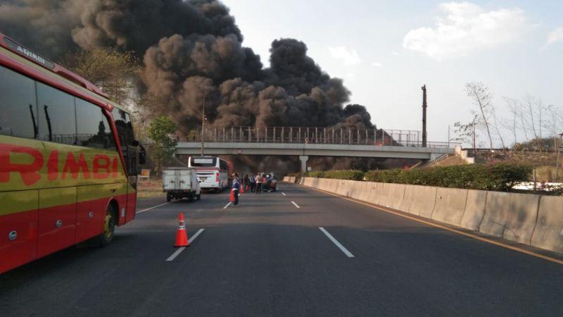 https: img.okezone.com content 2019 10 28 337 2122741 pipa-pertamina-terbakar-di-cimahi-tewaskan-pekerja-asing-polisi-temukan-unsur-kelalaian-n9Boc8CCYc.jpg