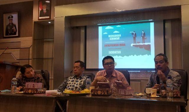 https: img.okezone.com content 2019 10 28 337 2122872 refleksi-sumpah-pemuda-cintai-indonesia-jangan-memperluas-perbedaan-8SsZmyN9t8.jpg