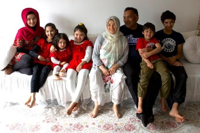 https: img.okezone.com content 2019 10 29 18 2123190 cerita-keluarga-afghanistan-bersembunyi-di-dalam-truk-demi-diselundupkan-masuk-ke-eropa-b5Q2uQ81Bl.jpg