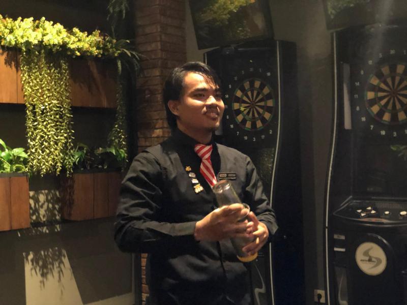 https: img.okezone.com content 2019 10 29 298 2123012 cerita-gentha-agzistiawan-wakili-indonesia-di-kompetisi-asia-pacific-bartender-competition-2019-17OtM1KdZu.jpg