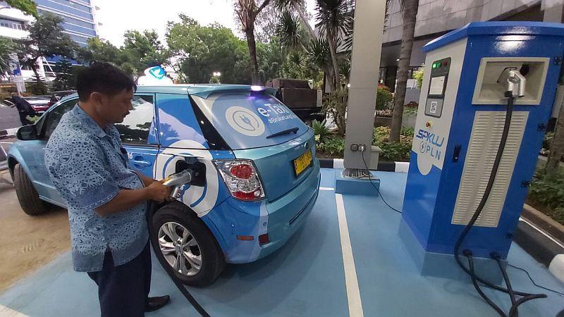 https: img.okezone.com content 2019 10 29 320 2123351 tarif-charge-kendaraan-listrik-cek-di-sini-kb9cegRetF.jpg