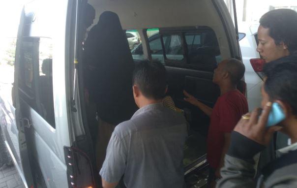 https: img.okezone.com content 2019 10 29 609 2122933 penumpang-lion-air-tujuan-surabaya-meninggal-di-bandara-hasanuddin-NqadVdEOQS.JPG