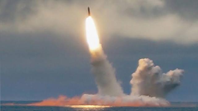 https: img.okezone.com content 2019 10 30 18 2123800 kapal-selam-tenaga-nuklir-rusia-luncurkan-rudal-antarbenua-v7orFW6AAO.jpg