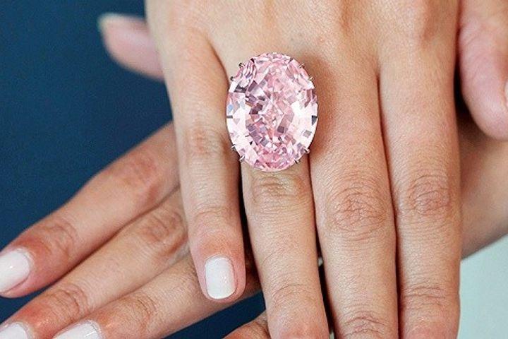 https: img.okezone.com content 2019 10 30 194 2123694 indahnya-ctf-pink-star-cincin-berlian-termahal-di-dunia-AcH70F4GkM.jpg