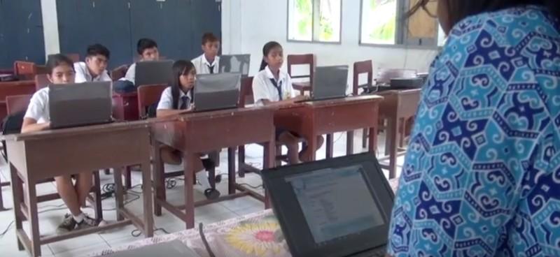 https: img.okezone.com content 2019 10 30 207 2123485 digitalisasi-sekolah-percepat-perluasan-akses-pendidikan-bermutu-di-wilayah-tertinggal-f2e4CBF0Wi.jpg