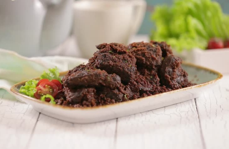 https: img.okezone.com content 2019 10 30 298 2123707 jadi-makanan-terlezat-di-dunia-chef-asal-malaysia-akui-rendang-asli-indonesia-1Ks2MMySzC.jpg
