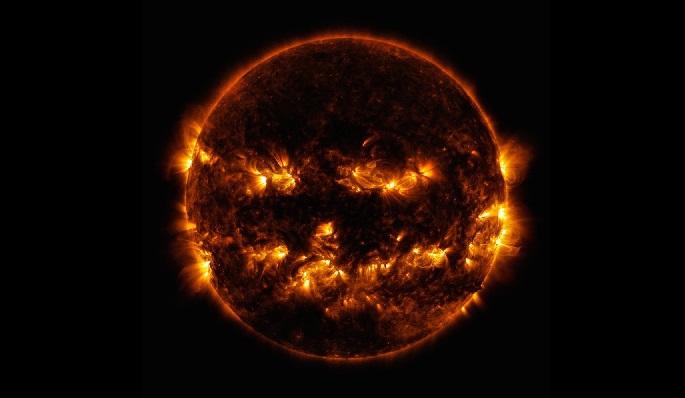 https: img.okezone.com content 2019 10 30 56 2123512 nasa-bagikan-foto-matahari-mirip-jack-o-lantern-labu-khas-halloween-iwtXOuOTrt.jpg