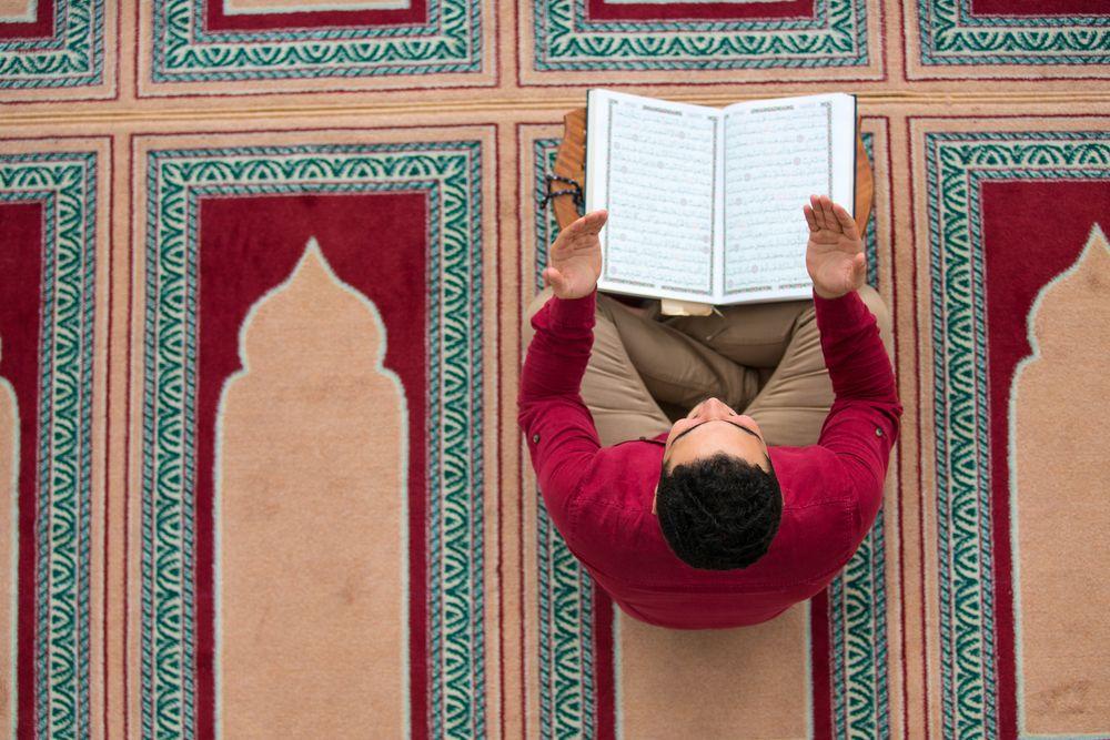 https: img.okezone.com content 2019 10 31 330 2124136 jangan-buru-buru-ini-10-adab-berdoa-dalam-islam-nKFR9WhCew.jpg