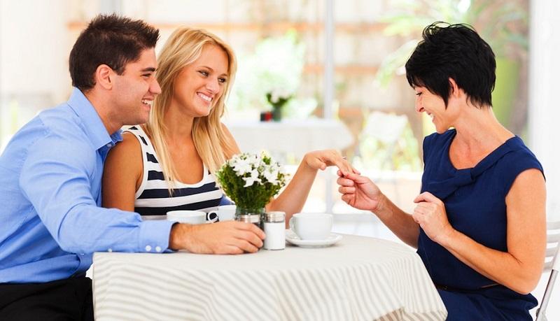 https: img.okezone.com content 2019 11 01 196 2124567 cara-jitu-luluhkan-calon-mertua-saat-menyiapkan-pesta-pernikahan-kLx7GB9l56.jpg