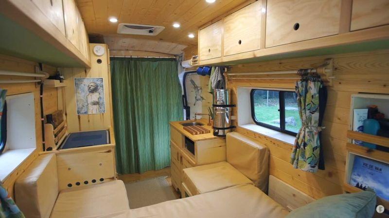 https: img.okezone.com content 2019 11 01 312 2124563 modifikasi-mobil-kemping-dengan-interior-serba-kayu-bikin-betah-dalam-kabin-zaoVY3yjSE.jpg