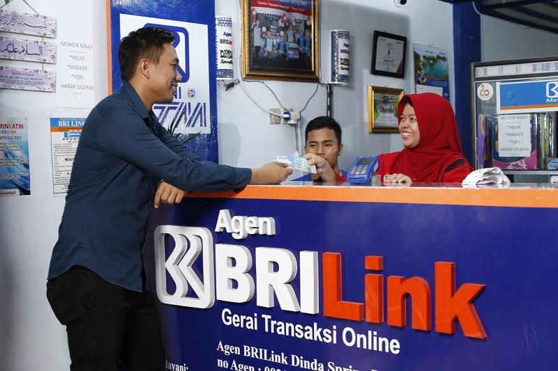 https: img.okezone.com content 2019 11 01 320 2124629 agen-brilink-rambah-49-ribu-desa-di-seluruh-indonesia-zLLZ3Xn3gQ.jpg
