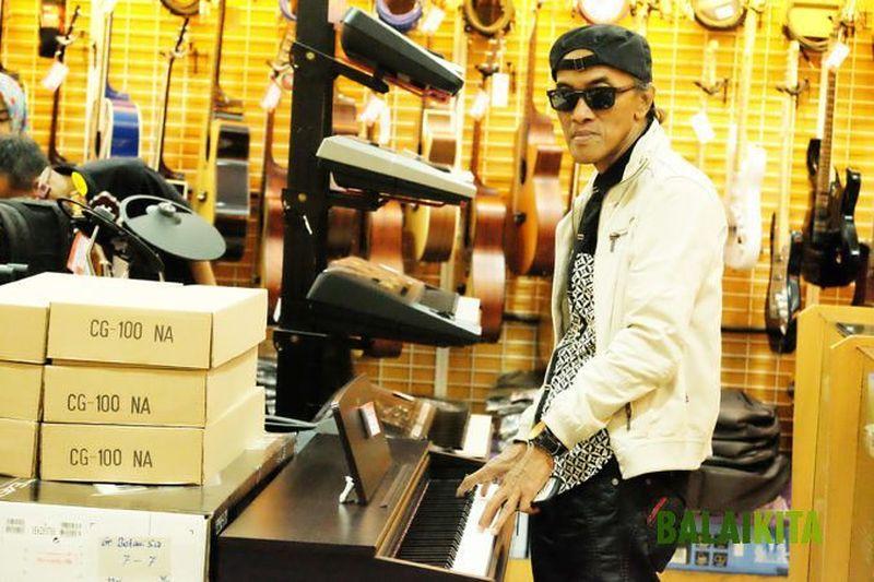 https: img.okezone.com content 2019 11 01 33 2124441 kiprah-areng-widodo-di-industri-musik-tanah-air-JLV09nPLpR.jpg