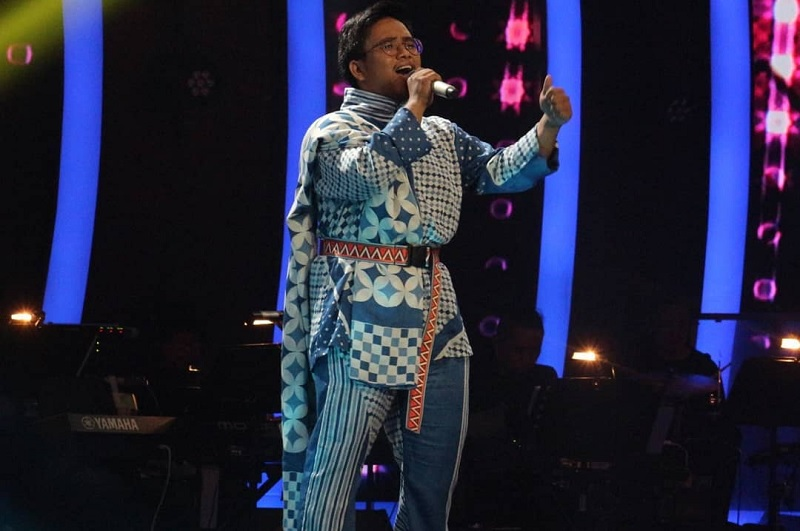 https: img.okezone.com content 2019 11 01 598 2124412 aransemen-lagu-rossa-di-the-voice-indonesia-2019-genya-bikin-titi-dj-meleleh-xVkY98KV4p.jpg