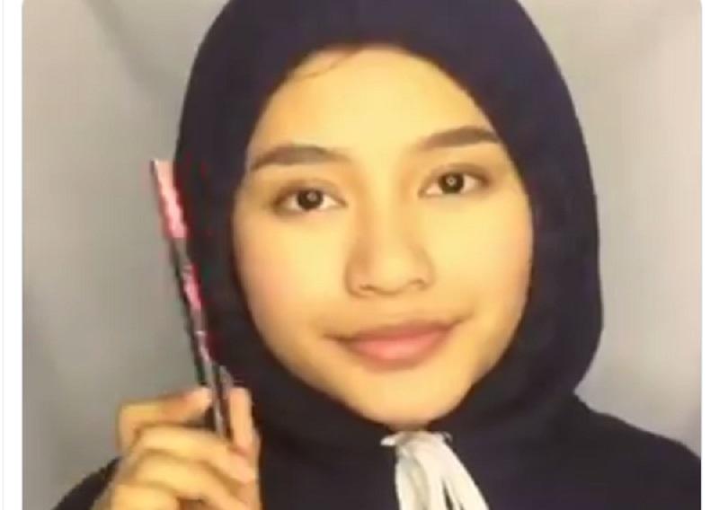 https: img.okezone.com content 2019 11 01 612 2124444 viral-tutorial-makeup-untuk-rebahan-netizen-mau-aku-hujat-tapi-cantik-FCXQZzhWzl.jpg