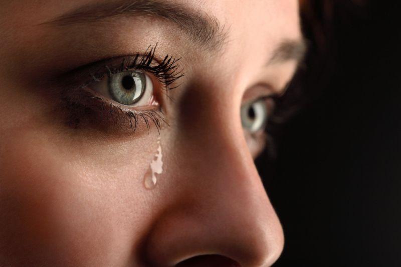 https: img.okezone.com content 2019 11 01 612 2124580 perempuan-sering-nangis-tanpa-sebab-ternyata-ini-penyebabnya-4T1GpHvrWP.jpg